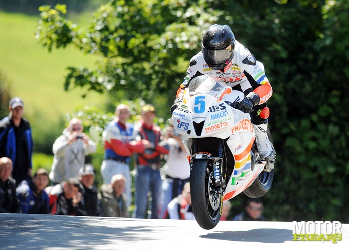Bruce_Anstey_Isle_of_Man_TT_Supersport_2011