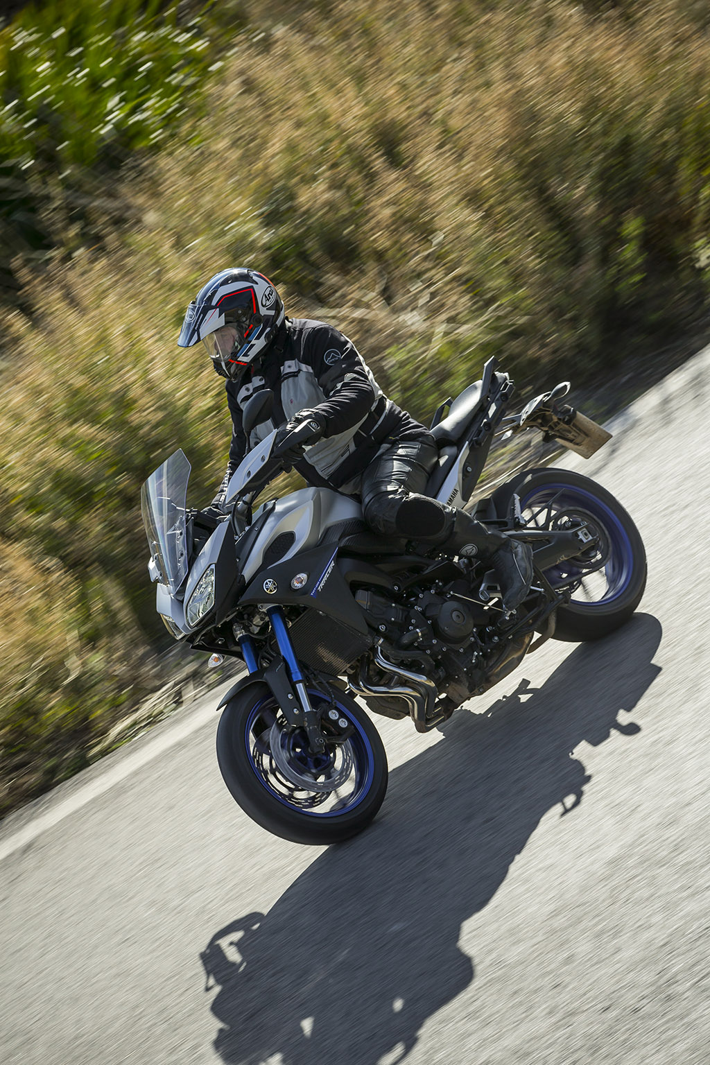 motorfreaks test yamaha mt 09 tracer aansluiten. Black Bedroom Furniture Sets. Home Design Ideas